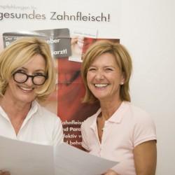 Fr. Dr. Eberwein-Lach mit Assistentin